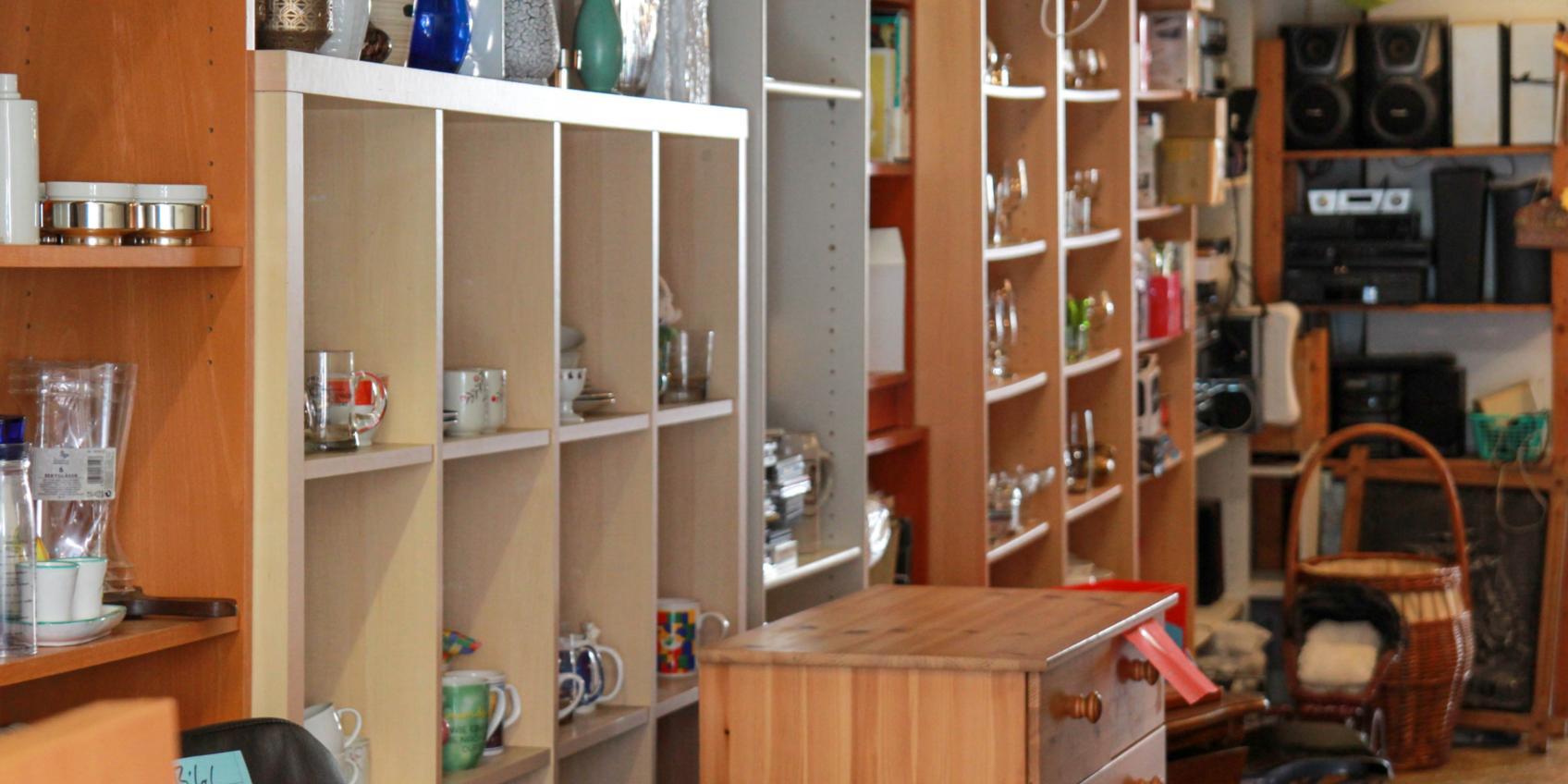 Secondhand Möbel Und Kleidung Sozialprojekte Der Gemeinde